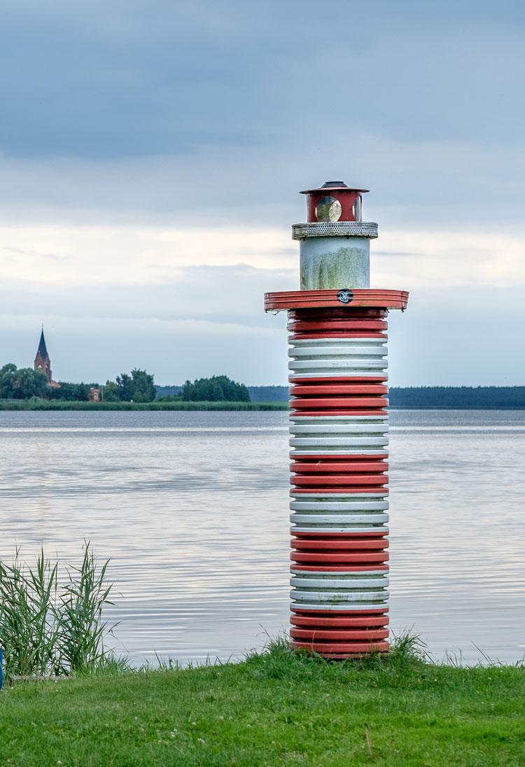Kleiner Leuchtturm an der Küste von Altwarp